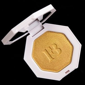 Fenty Beauty gold freestyle highlighter